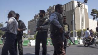 国会議事堂周辺で散発的な銃声が数時間にわたって響いた後、当局は襲撃犯が全員死亡したと発表した