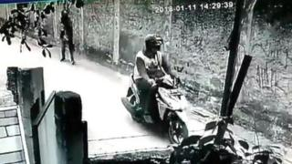 Rekaman CCTV yang memperlihatkan terduga pelaku pelecehan di Depok.