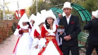 Қирғизистондаги ёш келин куёвлар
