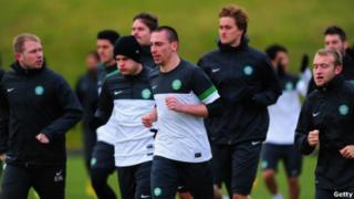 Le Celtic remporte son troisième derby de la saison face aux Rangers.