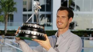 穆雷在邁阿密手舉年度體育人物獎座