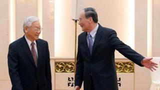 TBT Nguyễn Phú Trọng và Chủ tịch Ủy ban Kiểm tra Trung ương Đảng CSTQ Vương Kỳ Sơn tại Bắc Kinh đầu năm 2017