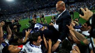 Beaucoup de fans se sont montrés élogieux à l'endroit de Zinedine Zidane, l'ex-international français qui a pris les rênes du club il y a deux ans.