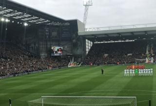 Minute's applause
