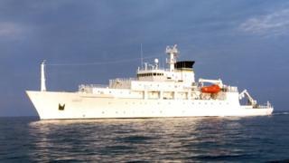 """Ubwato USNS Bowditch bwarekuye """"drone"""" igendera munsi y'amazi"""