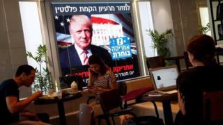 دونالد ترامپ میتواند با پشتیبانی از انتقال احتمالی سفارت آمریکا به بیت المقدس حامیان یهودی خود را خوشحال کند