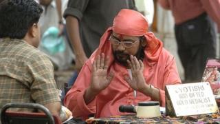 ভারতে জ্যোতিষীদের দ্বারস্থ হন অনেকে নানা বিষয়ে আগাম ধারণা পেতে