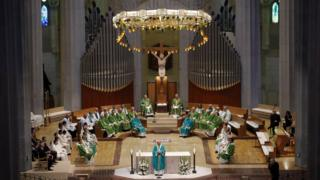 служба в храме Святого семейства