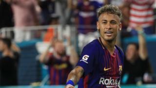 Neymar comemorando gol