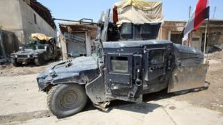 عربات عسكرية مصفحة في الموصل