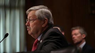 布蘭斯塔德在美國參議院外交委員會參加聽證。