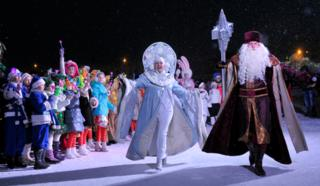Grandfather Frost as well as the Snow Maiden mark fresh Year in Stavropol, Russia