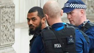 倫敦警方周四(4月27日)在市中心抓獲一名持刀企圖發起恐怖襲擊的嫌疑人。