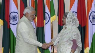 ২০১৫ সালে ঢাকায় ভারতের প্রধানমন্ত্রী নরেন্দ্র মোদি এবং বাংলাদেশের প্রধানমন্ত্রী শেখ হাসিনা