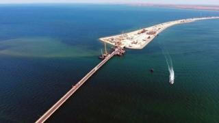 Пока Россия собирается строить Крымский мост, Украина уже построила дамбу
