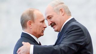 Владимир Путин и Александр Лукашенко на саммите стран СНГ в Минске, 10 октября 2014 года