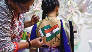 भारत-पाकिस्तान के झंडों का चित्र