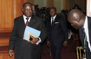 Waziri mkuu wa Gabon Emaniel Issozet Ngondet alishindwa kutengeza serikali ya umoja