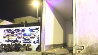 35 migrants clandestins étaient à bord du camion.