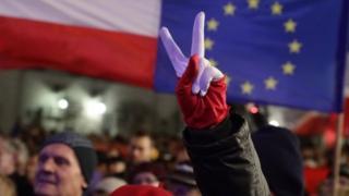 В ноябре этого года тысячи демонстрантов вышли на улицы разных польских городов, чтобы выразить свой протест против предполагаемых реформ
