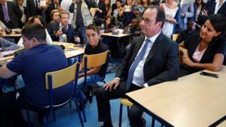 President Francois Hollande visited a school in Orleans to mark reforms to the curriculum (1 Sept 2016)