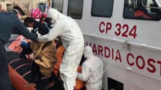 Migrants arrive in Lampedusa, 30 April