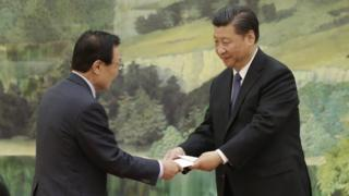 Phái viên Lee Hai-chan đã chuyển lá thư tay của Tổng thống Hàn Quốc cho Chủ tịch Tập Cận Bình