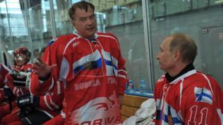 Президенты России и Финляндии во время дружественного матча по хоккею 22 июня 2012 года