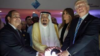 US President Donald Trump (right), Melania Trump (2nd right) , Saudi King Salman bin Abdulaziz Al-Saud (centre) and Egyptian Presdient Abdel Fattah al-Sisi (left) open the World Center for Countering Extremist Thought in Riyadh. Photo: 21 may 2017
