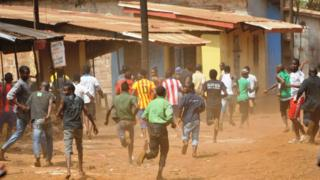 Protestors flee during clashes between anti-government demonstrators and police May 7, 2015 in Conakry, Guinea.