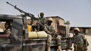 Msemaji wa jeshi la Niger anasema kuwa wapiganaji 30 waliuawa na wawili kukamatwa.