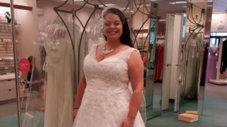 นางกิลเบิร์ตเชื่อว่า ชุดแต่งงานที่สามีเธอนำไปบริจาคโดยไม่ตั้งใจ ถูกขายต่อไปในราคาเพียง 25 เหรียญสหรัฐฯ เท่านั้น