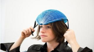 ไอซิส ชิฟเฟอร์ ออกแบบหมวกกันน็อคสำหรับคนที่ต้องเช่าจักรยานใช้