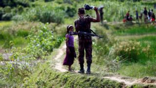 مأمور مرزبانی بنگلادش کودک روهینگیا را باز میگرداند