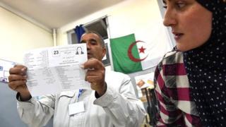 Selon les résultats annoncés vendredi par le ministre de l'Intérieur, le Front de libération nationale (FLN) du président Abdelaziz Bouteflika conserve sa première place