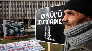 Kenan Evren'in yargılandığı davanın görülmeye başlandığı gün, Ankara'daki mahkeme önünde de protestolar vardı
