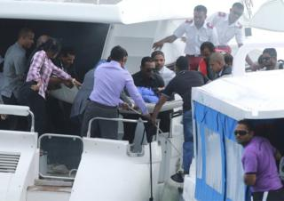 Officials carry an injured woman off the speed boat of Maldives President Abdulla Yameen (not pictured) after an explosion onboard, in Male, Maldives 28 September 2015