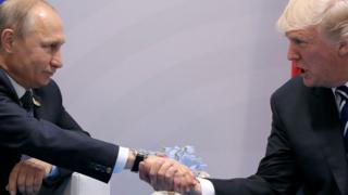 先月のG20で初会談したプーチン露大統領(写真左)とトランプ米大統領(同右)