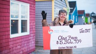 Канадійка Ольга Бено, що зірвала джекпот у лотереї, каже, що переможні числа їй наснилися
