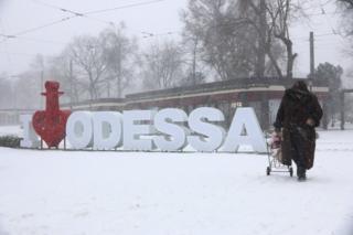 Спасательные службы говорят, что больше всего проблем снег создал в Одесской области