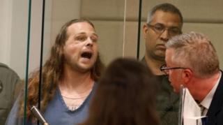 นายเจเรมี โจเซฟ คริสเตียน วัย 35 ปี ผู้ต้องหาคดีสังหารและทำร้ายพลเมืองดี 3 ราย ในเมืองพอร์ตแลนด์ รัฐออริกอนของสหรัฐฯ