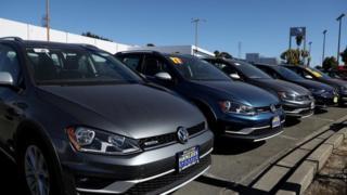 Ikigo ca VW muri California. Bwana Trump avuga ko atemera ubudandaji budakorewe ku mangane