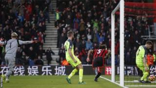 Nathan Aké, l'auteur du but de la victoire, a été prêté à Bournemouth par Chelsea.