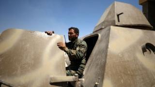 シリア・ラッカ県内のSDF戦闘員