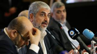 رهبر در تبعید حماس، خالد مشعل، هنگام اعلام اساسنامه جدید در دوحه قطر، اول ماه می ۲۰۱۷