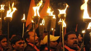 राम मंदिराच्या मागणीसाठी विश्व हिंदू परिषदेचा मशाल मोर्चा.