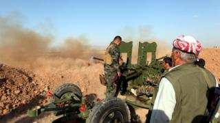 Kurdish forces fire shells at a village east of Mosul, Iraq (29 May 2016 picture)