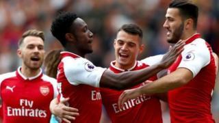 Mkufunzi wa Arsenal Arsene Wenger amesema kuwa ameanza harakati za kutaka kusaini kandarasi mpya na Aaron Ramsey na Danny Welbeck