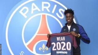 Timothy, le fils de George Weah, a suivi les traces de son père Ballon d'Or en signant un contrat professionnel avec le Paris St-Germain.