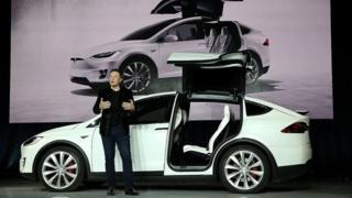 تسلا با بهرهمندی از فناوری باتریهای مدرن انقلابی در صنعت ساخت خودروهای الکتریکی پدید آورده است